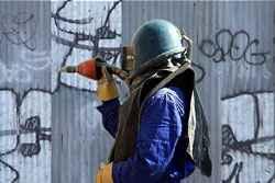 Graffiti verwijdering Graffiti soms best fraai op plekken waar het is toegestaan, alleen niet een handtekening (taks) of leus op uw voorgevel van uw bedrijf of woonhuis. Van Zwieten Vastgoed Service heeft alle oplossingen en de vakmanschap om dit snel te verwijderen.