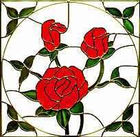 Glas in lood Glas-in-lood of glas-in-koper geeft een vertrek een eigen sfeer. Het binnenvallende licht wordt subtiel gebroken en gekleurd, zodat je in die ruimte een speciale gloed en warmte beleeft. Onder invloed van de stand van de zon is deze kleuring elk moment van de dag anders. Onze glazeniers maken nieuwe glas-in-lood ramen volgens de oude ambachtelijk techniek. Elk paneel is een kunstwerk op zich, waarin de creativiteit en stijl van de opdrachtgever tot uiting komt, vrijwel elk ontwerp is mogelijk.
